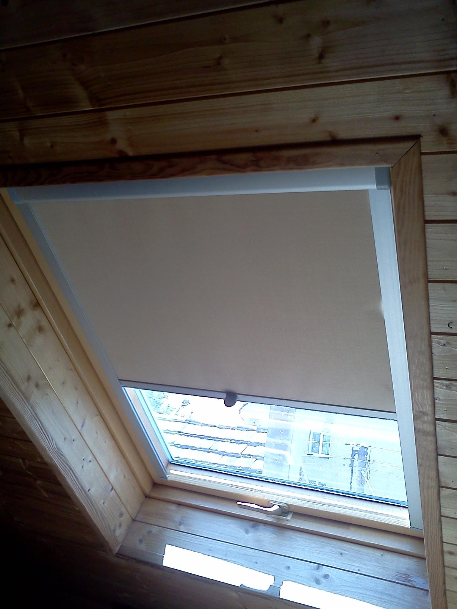 Obrázky / Roletka-stř.okno